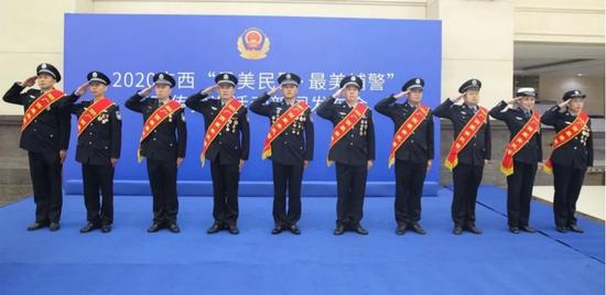 """喜大普奔!百色这名巡警当选2020年广西""""最美辅警"""""""