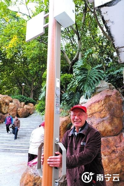 南宁:高科技健身器材亮相公园心率测试柱成市民新宠