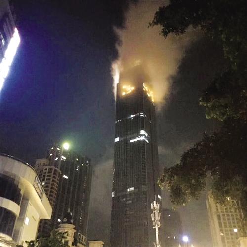 ▲昨晚云雾缭绕,让人产生火灾错觉 (视频截图)