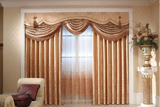 在电机方面,婕斯智能窗帘采用的是直流电机。与传统的窗帘不同,智能窗帘需要一个电机,婕斯之所以选择直流电机,是因为直流电机安全、可靠、效率高、不发热、噪音小、排放低,完全符合国家安全等级要求。   在材质方面,婕斯智能窗帘采用了棉布、蕾丝、纱、竹子等各种材料的窗帘,打破了以往只有棉质窗帘的局限性,多种材质的窗帘的透光度完全不一样,客户可以根据自己的需求在阳光面料和全遮光面料之间来回切换。   在风格方面,婕斯智能窗帘添加了更多的美学理念在里面,新出的这款有现代简约风、经典复古风、高端时尚风、欧美大气风,