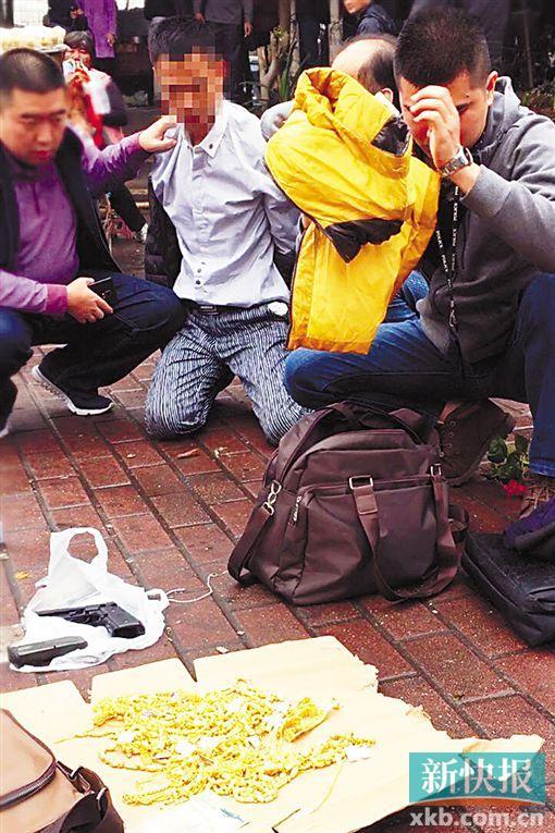 警方缴获的作案工具和赃物。通讯员供图