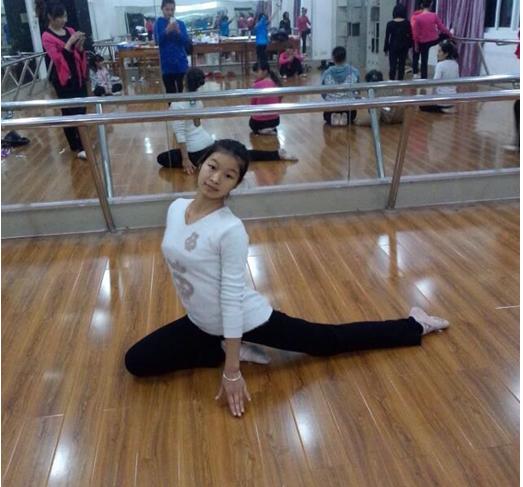 彭丽雪练习舞蹈