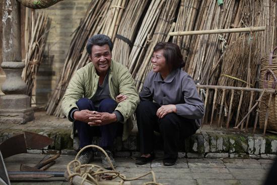 《江那边的父亲》剧照 父亲 母亲 广西金海湾电子音像出版社