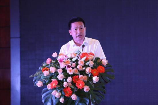 榕江县人大副主任龙胜能作榕江旅游宣传推介