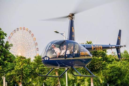 国庆期间,北海市顺利开通直升机低空观光旅游项目 摄影:毕敏杰