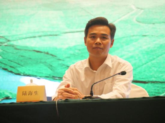 中共河池市委常委、宣传部部长、副市长陆海生出席新闻发布会