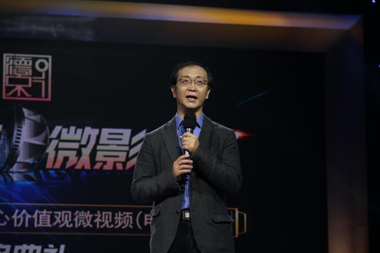 尹鸿对本次大赛作最后点评。