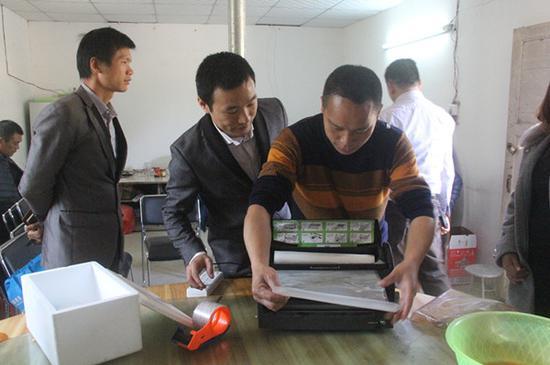 学员学习真空包装