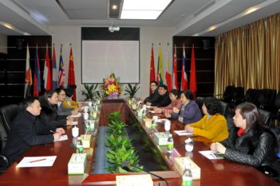 广西工商联副主席韦峥芳率队视察华南城年货节各项工作
