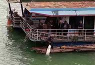 南宁一老伯在邕江上钓到超级大鱼
