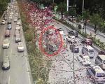 南宁:三车追尾致快环大堵车 货车车头严重变形