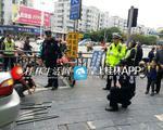 桂林:司机无证驾驶套牌车 车上查出大量管制刀具