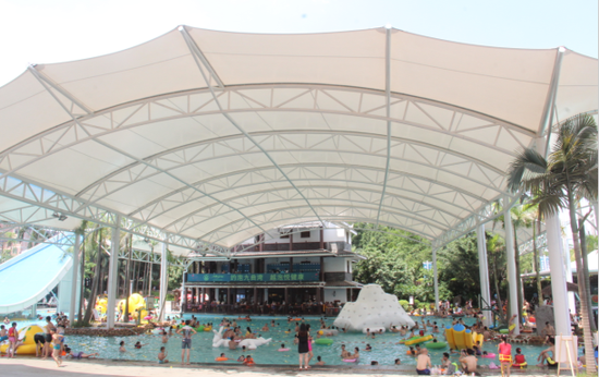 九曲湾水上乐园加盖了超大遮阳顶篷