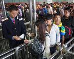 """南宁""""五一""""小长假第一天 两大火车站迎出行高峰"""