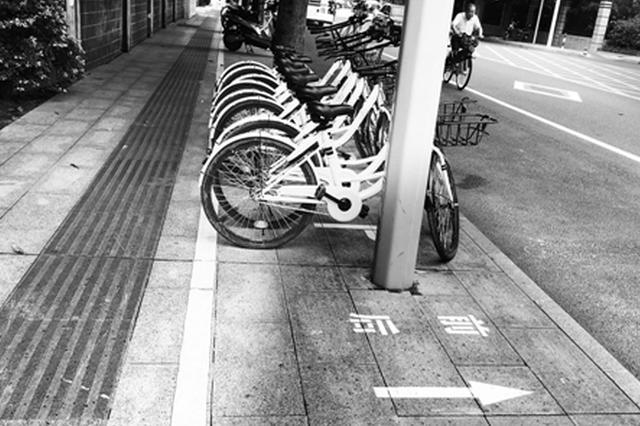 南宁规范非机动车停放 停车方向须与标识箭头一致