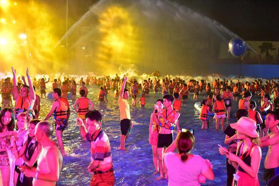 星河水上乐园首届酷玩戏水节——万人入园开启狂欢玩水时代