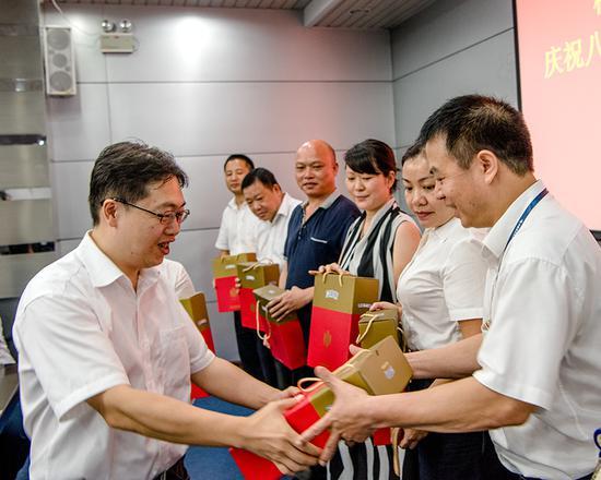 梧州供电局召开座谈会  庆祝建军九十周年