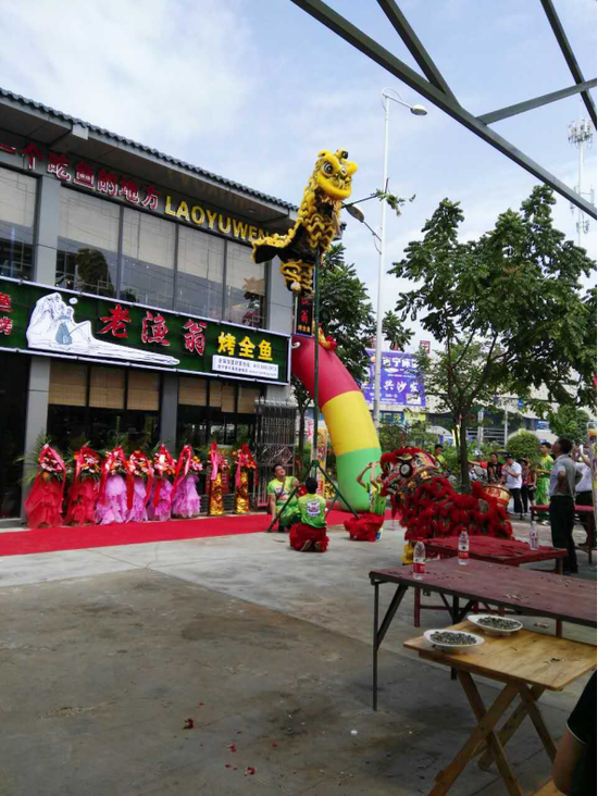 青苹果·广西味道美食街广西首家老渔翁烤全鱼开业