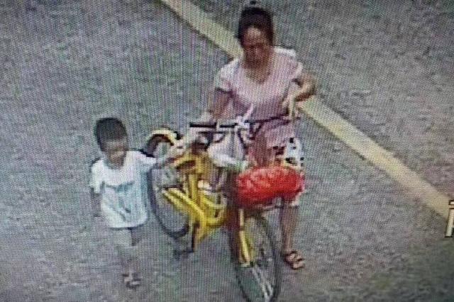 南宁四岁男孩走失12小时 警方全力搜索助母子团圆