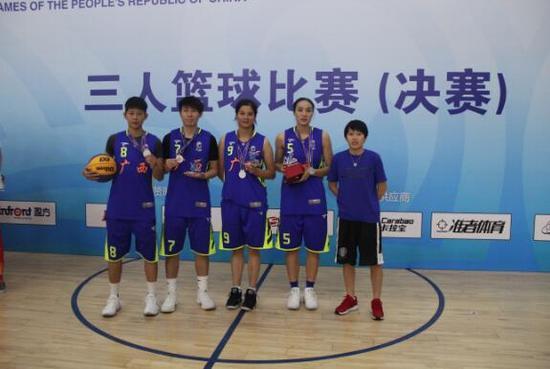 天津全运会三人篮球赛结束,广西天健队获女子公开组银牌.