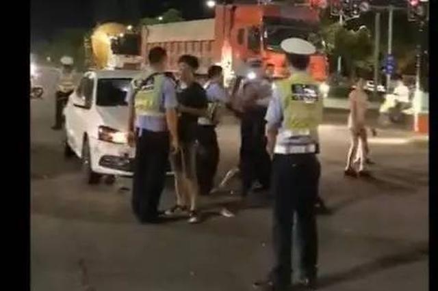 恶劣!南宁车主疑似酒驾被查 竟动手打交警暴力抗法