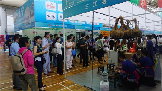 广西商标品牌成果展上,广西油茶广受好评。(图:韦兰思)