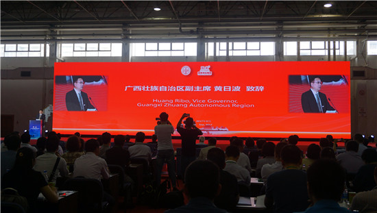 2017中国国际商标品牌节开幕式,广西壮族自治区副主席黄日波致辞。(图:韦兰思)