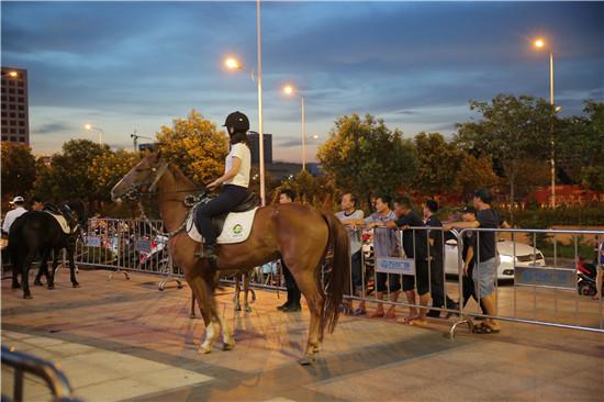 9月8日晚,西乡塘区在安吉万达广场举行2017美丽南方休闲农业嘉年华推介会。