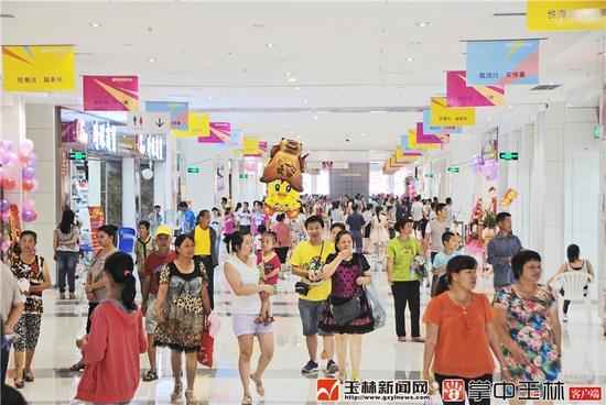 玉林各大商场等购物场所消费旺盛。