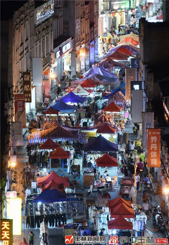 玉林夜市街,商贸经济热闹繁华。