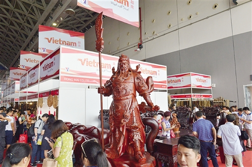 越南大型红木艺雕3.2米高的关公像