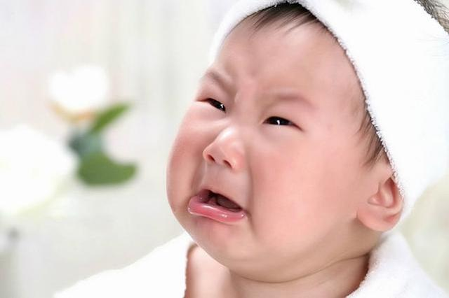 满月宝宝反复吐奶 原是胃与小肠连接处狭窄