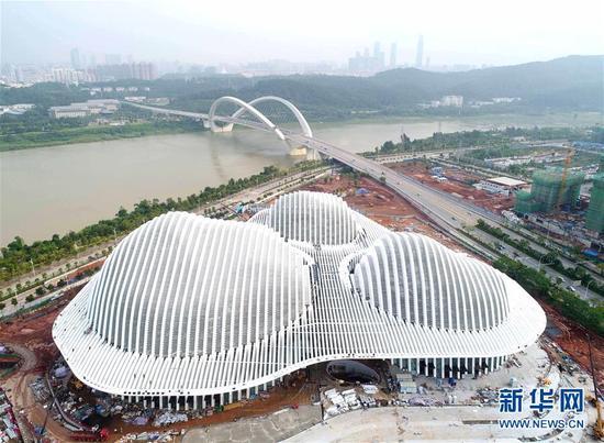 这是10月12日航拍的广西文化艺术中心