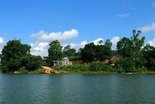 ▲越州天湖,位于浦北、合浦、博白三县交界处,地处小江水库区,南北走向,纵距最长达52公里。