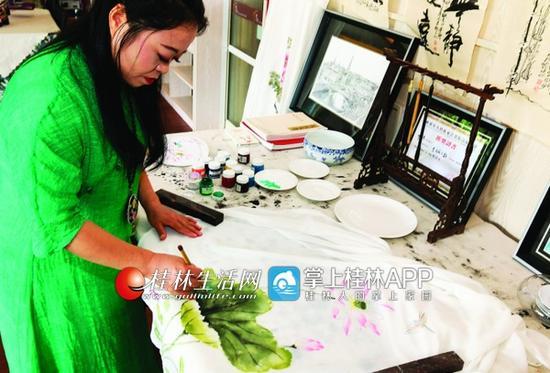 """桂林有这样一群优雅精致的""""旗袍控""""(图)"""