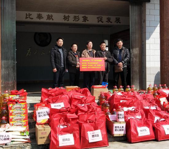 梧州中支开展公益扶贫活动  助力贫困户欢度团圆年