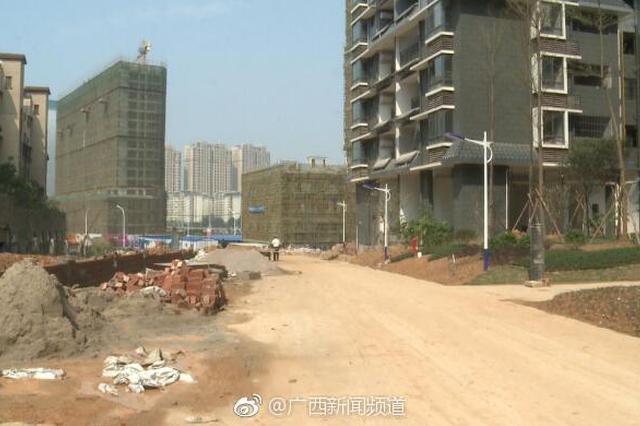 南宁:城门失火殃及池鱼 泥头车带泥小区被封