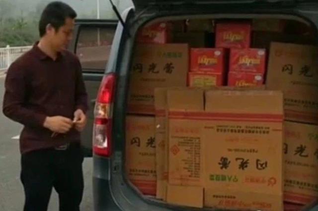 危险!34箱烟花爆竹藏身面包车被查 司机非法运输被罚