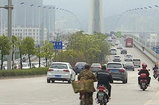 南宁大桥封闭首日周边车流增大 如何绕行交警支招