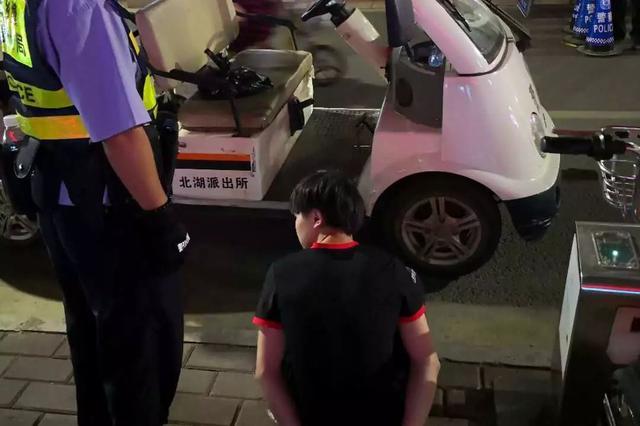 """男子""""快递""""赌博机被南宁警方发现 结果悲剧了"""