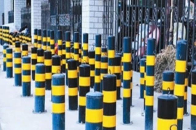 """柳州:临街长廊竖着上百个""""梅花桩"""" 建了又"""