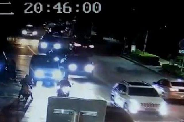 街上撞人还挟持被撞者逃跑?警方三小时追踪还原真相