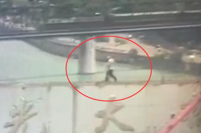 广西一老人因邻里纠纷跳桥 前5次被救下第6次坠亡