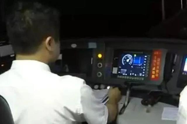 250公里每小时!柳南客专跑出新速度 时空距离被改写