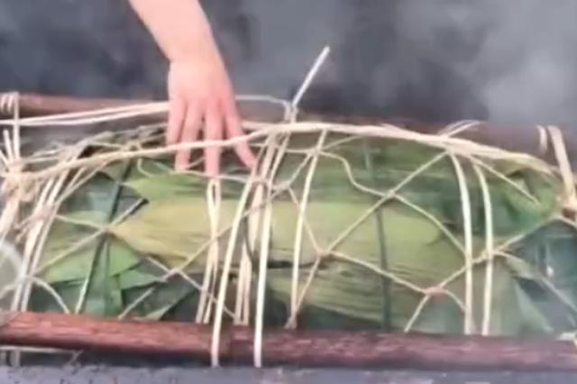 广西融水188斤大粽子免费吃 馅料都有啥?