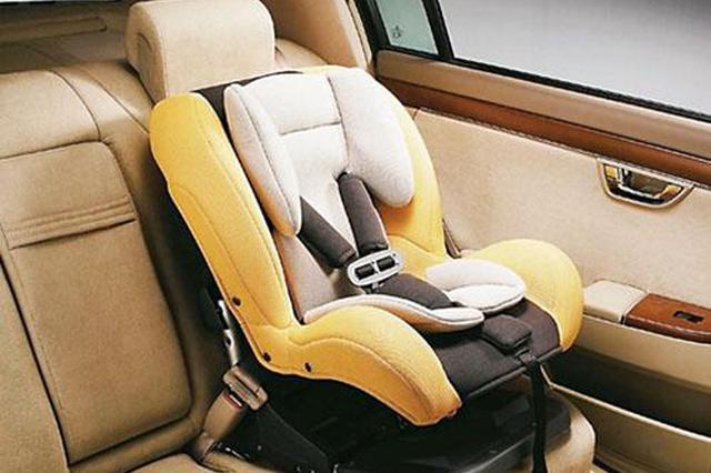 """选购汽车儿童安全座椅有技巧 中消协:要""""五看"""""""