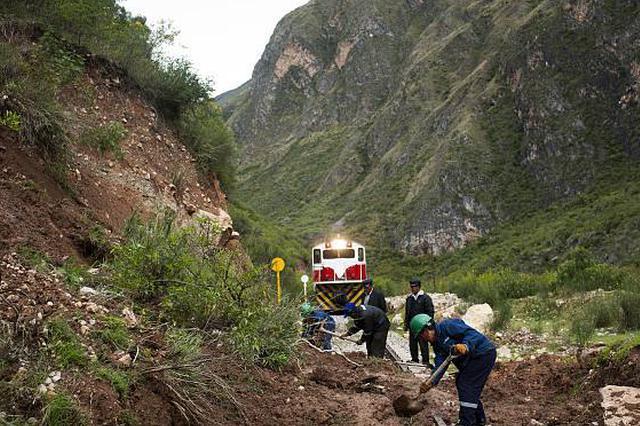 宝成铁路陕西境内山体崩塌灾害,多趟列车停运