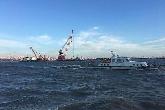 上海吴淞口水域一船沉没 3人获救10人失踪