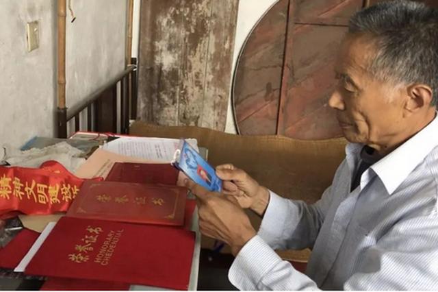 为了谁?他79岁还义务开办乡村辅导班,一开就是17年