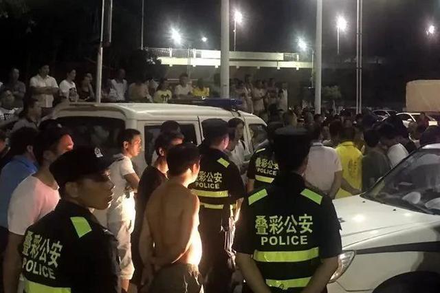 桂林5人围堵警车 引200多人围观出动80余警力(图)